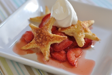 Quick and easy strawberry shortcake with puff pastry